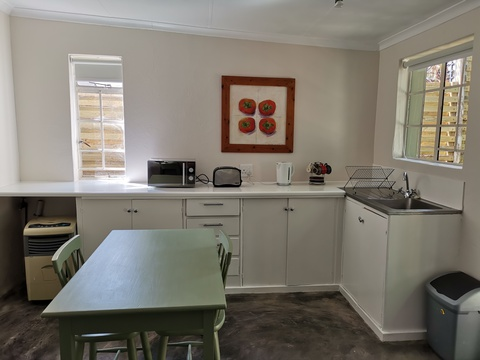 Studio cottage kitchenette