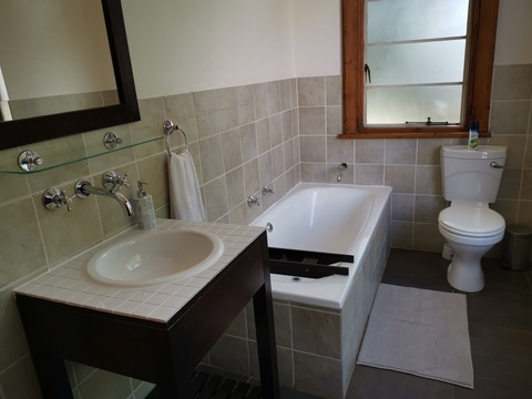 room 1 en-suite full bathroom