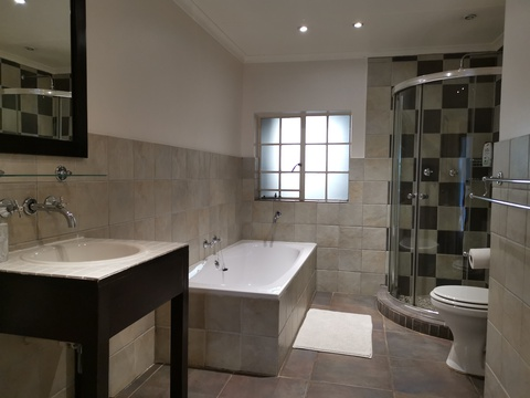 room 4 full en-suite bathroom